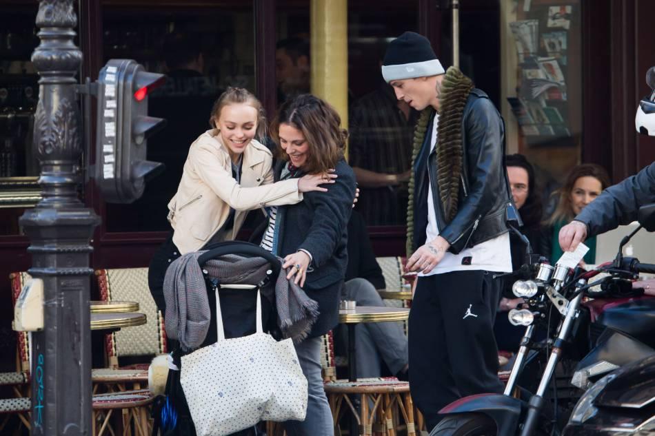 Lily-Rose passe beaucoup de temps avec Alysson, la soeur de sa maman Vanessa Paradis.
