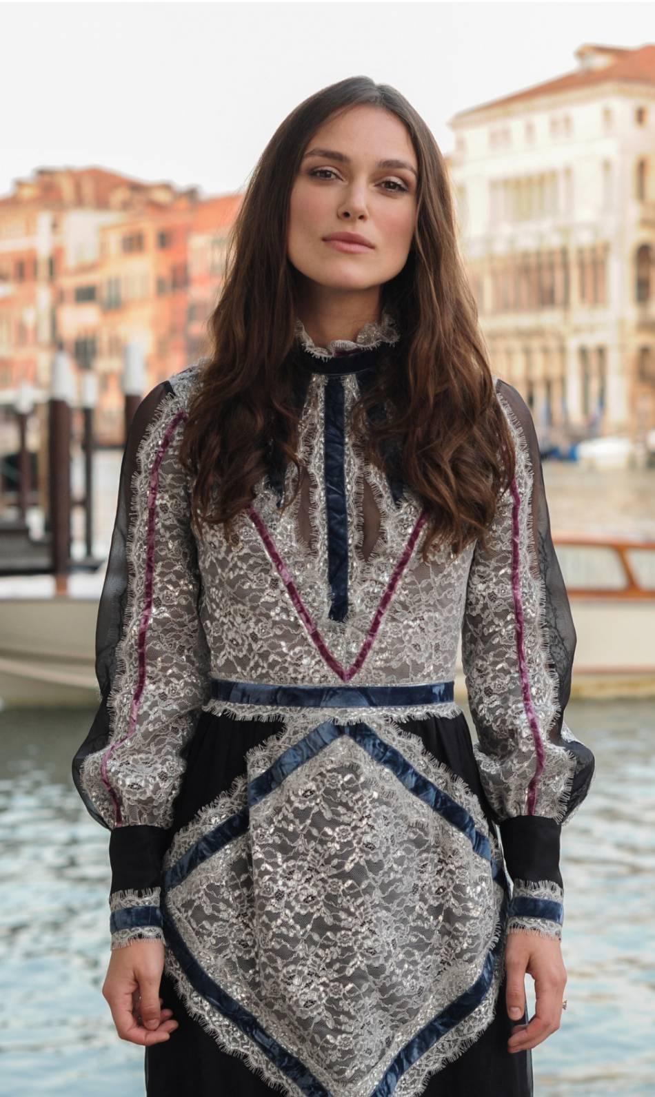 Keira Knightley habillée par Erdem.