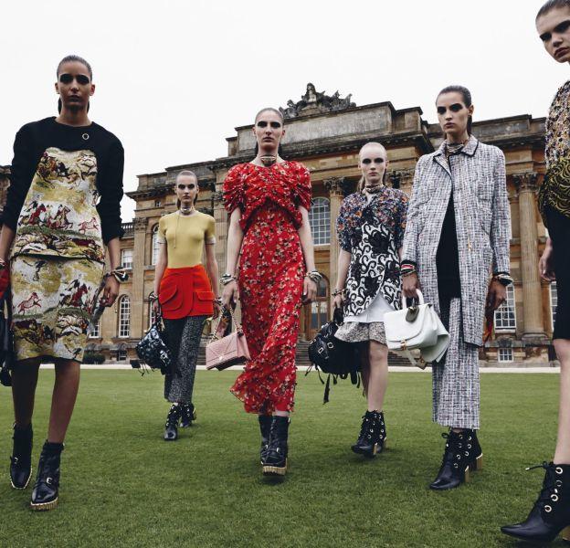 Le crew Dior est parfaitement chic dans la campagne anglaise.