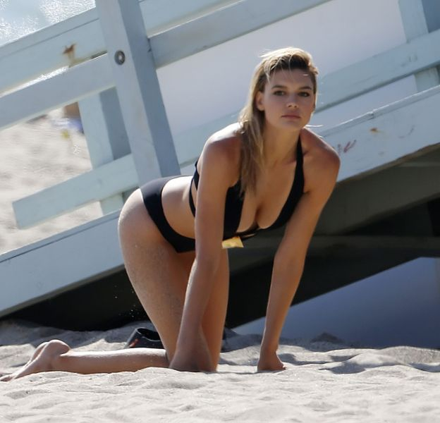 Kelly Rohrbach, ultra hot pour son nouveau shooting.