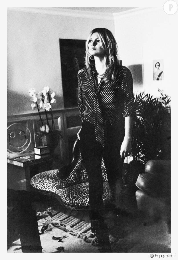 Kate Moss offre un cadre unique et intime pour les photos de campagne : sa chambre dans sa maison du Cotswolds en Angleterre.