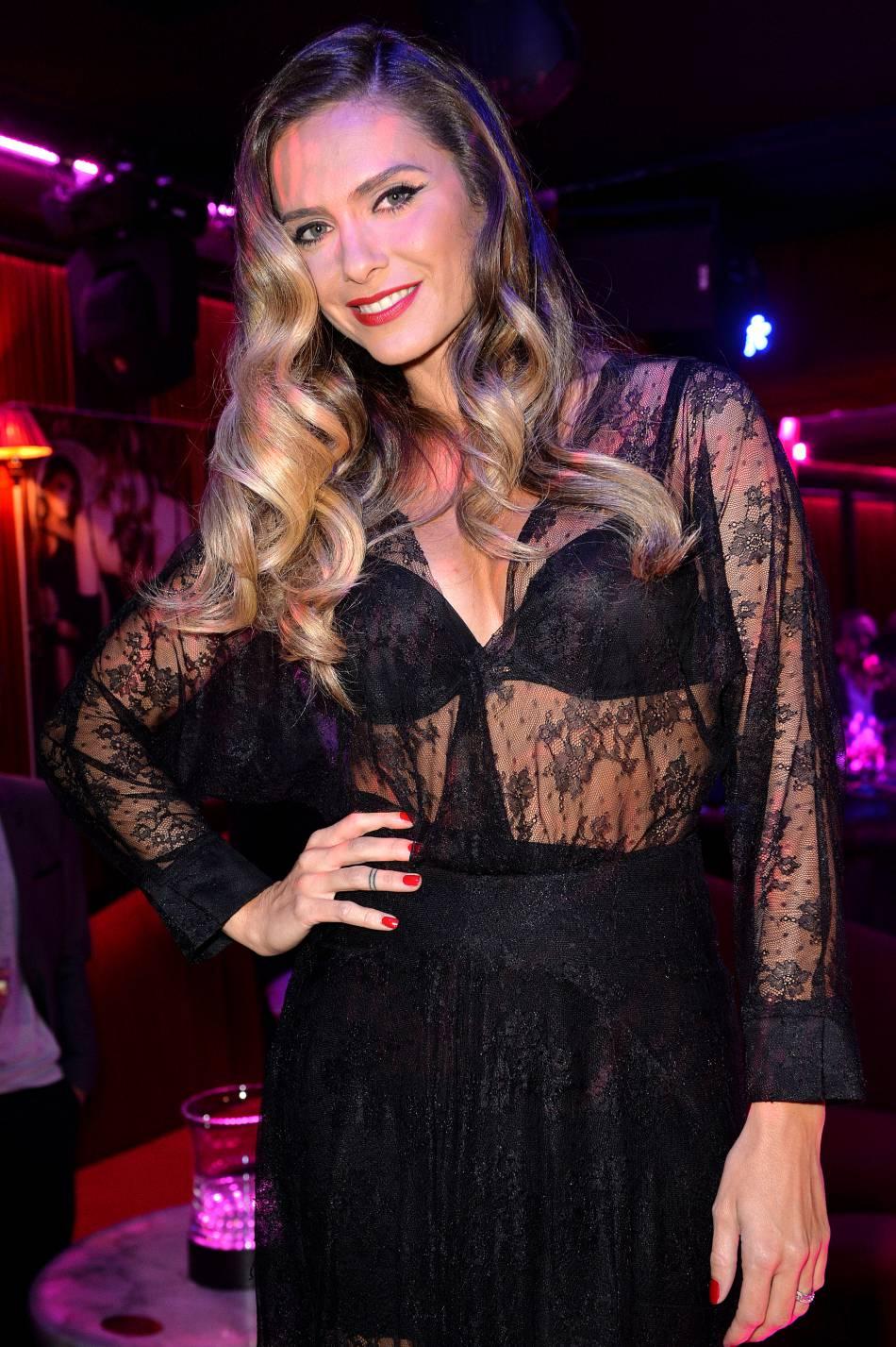 Clara Morgane est ultra sexy pour ses vacances à Marseille.