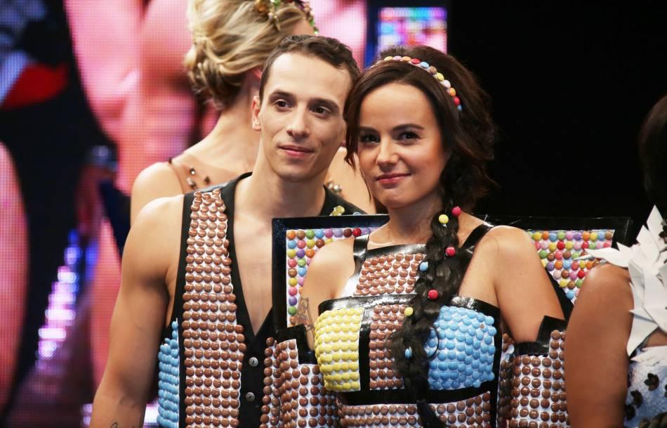 Le duo de danseurs serait déjà fiancé.