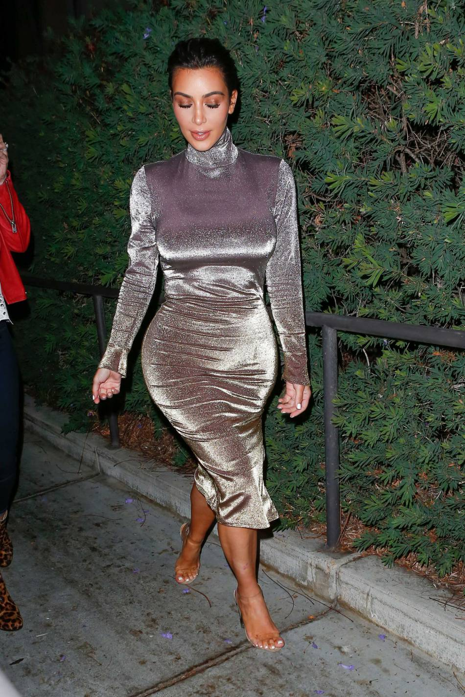 Kim Kardashian plus couvert que la dernière fois qu'on l'a vue.