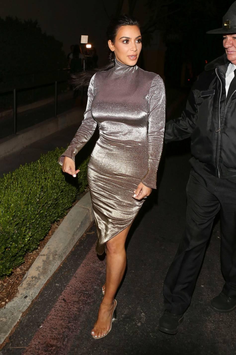 Kim Kardashian hot elle affiche sa silhouette retrouvée.