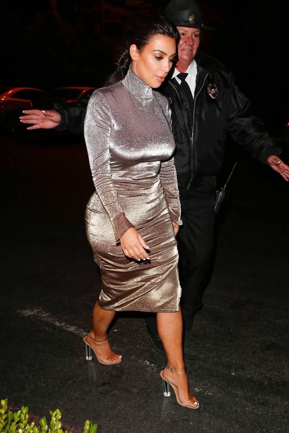 Kim Kardashian dans une robe seconde peau.