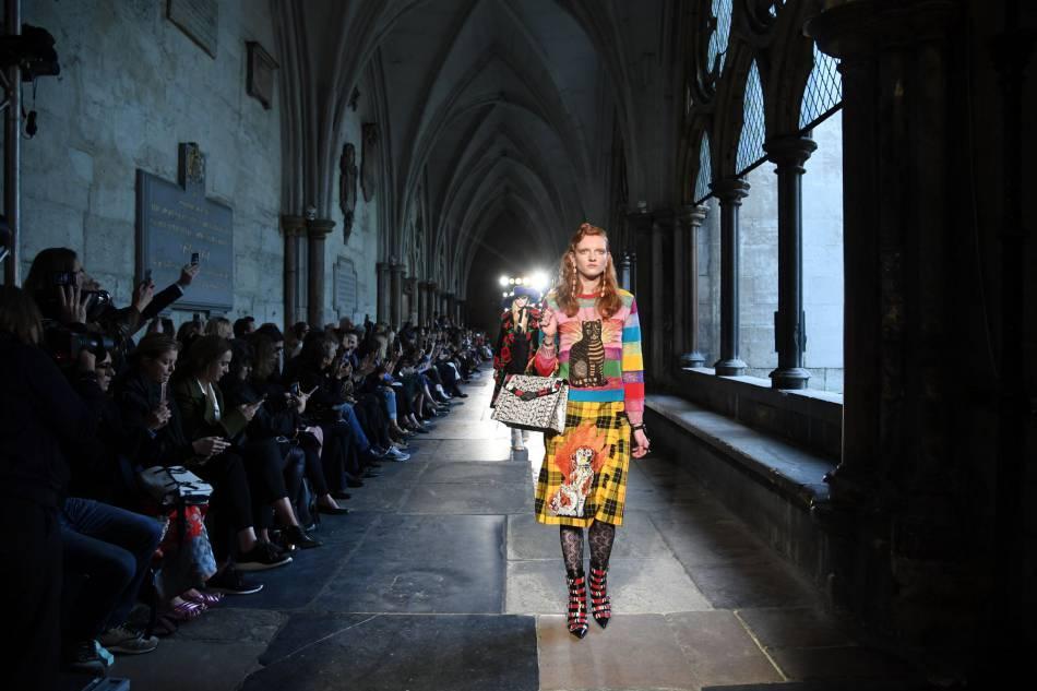 Imprimés et excentricités au programme du défilé Croisière Gucci.
