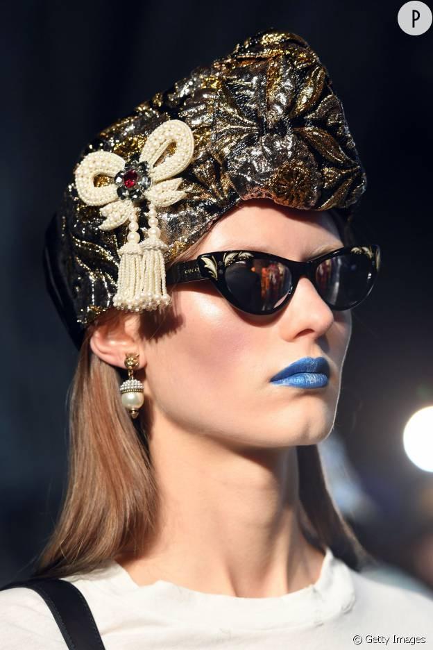 La bouche bleue du défilé Gucci Croisière 2017 fait débat.