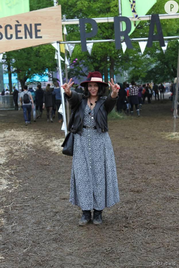 Sarah porte une robe longue vintage.