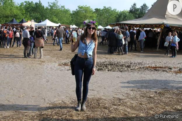 Julia porte un total look jean signé American Apparel.