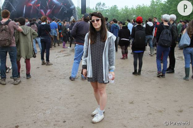 Chloé porte une veste transparente Primark.