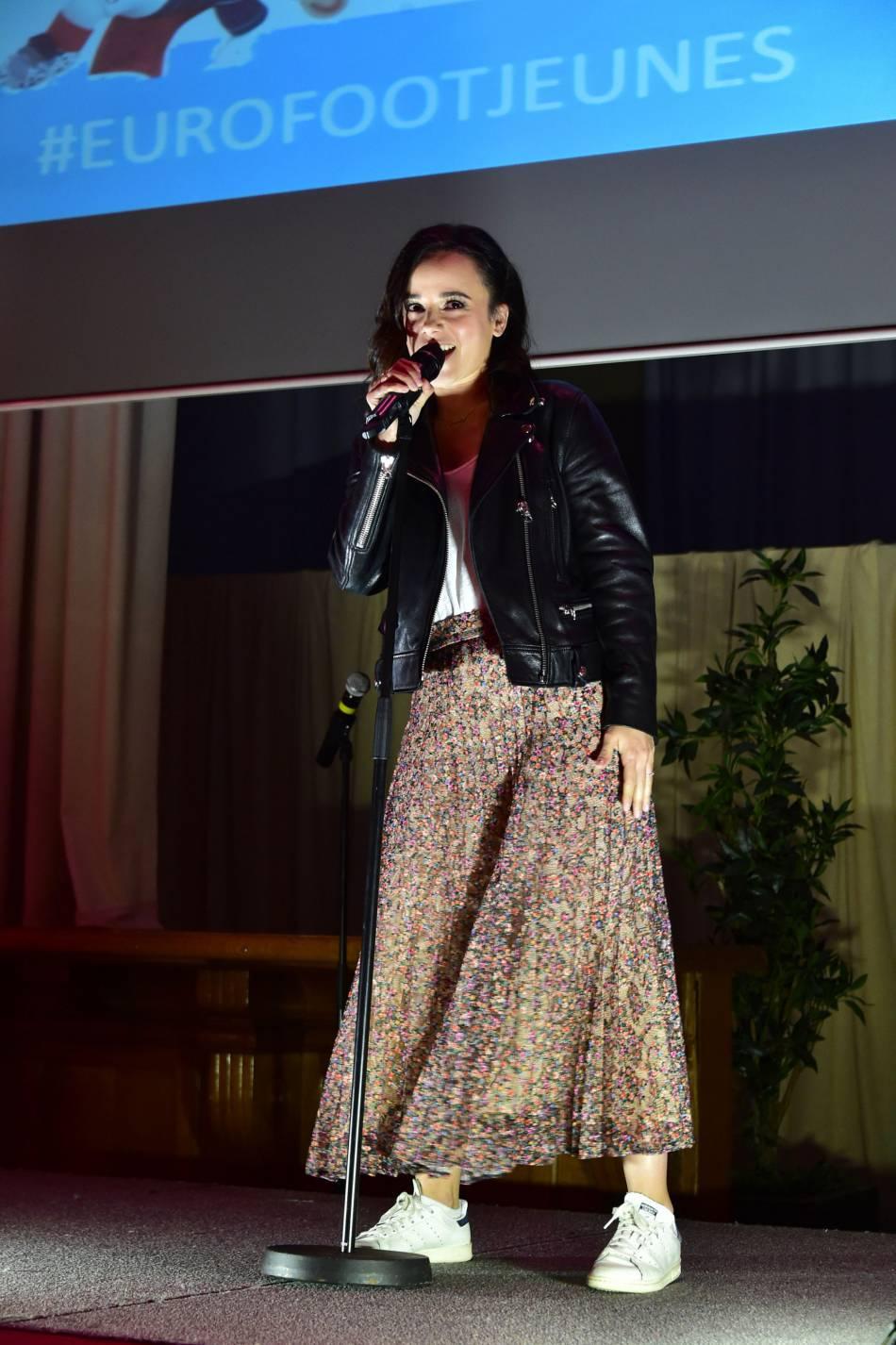 Alizée a montré son sens du style et a donné de la voix à Lille.