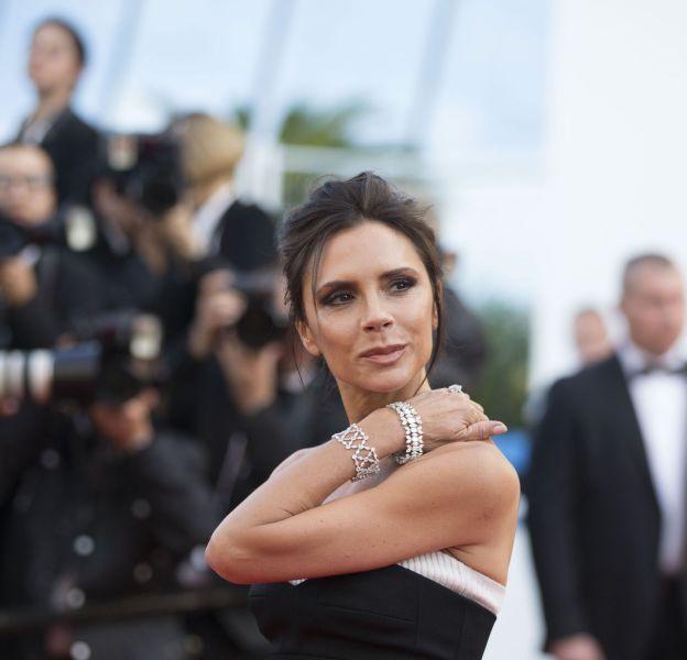 Victoria Beckham se révèle plus cool que jamais pour la campagne Estée Lauder.