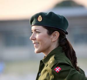 Mary de Danemark : la rivale de Kate Middleton transformée en look militaire