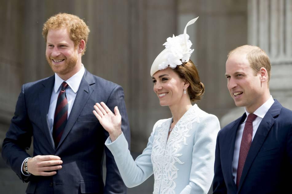 Harry, Kate et William sont arrivés sous les cris de la foule en délire.