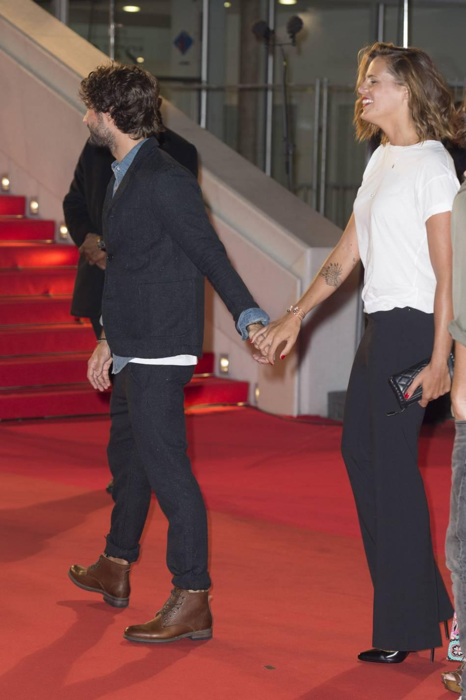 Laure Manaudou et son compagnon Jérémy Frérot, main dans la main aux NRJ Music Awards 2015 au Palais des Festivals à Cannes, le 7 novembre 2015.