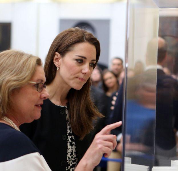 Kate Middleton : la duchesse a partagé un petit moment avec les employés de l'ambassade des Etats-Unis pour leur témoigner son soutien après l'attentat d'Orlando.