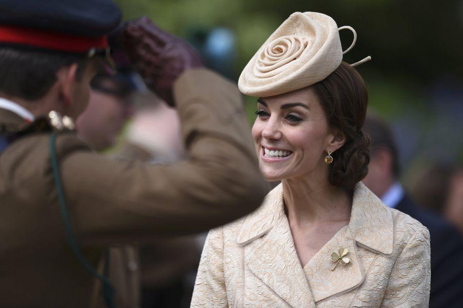 Kate Middleton avait déjà porté ce manteau en brocart lors de deux mariages, en 2006 et 2011.