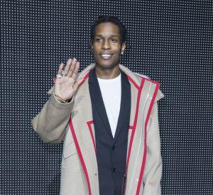 Le manteau beige, très dandy chic, signé Dior. Ou comment casser les codes de l'élégance citadine.