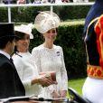 Kate Middleton a choisi une robe en dentelle Dolce & Gabbana.