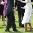 La duchesse était rayonnante en blanc.