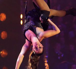 Pleine de surprise, c'est dans la peau d'une acrobate de cirque que s'est glissée la nouvelle quadra le temps d'un gala !