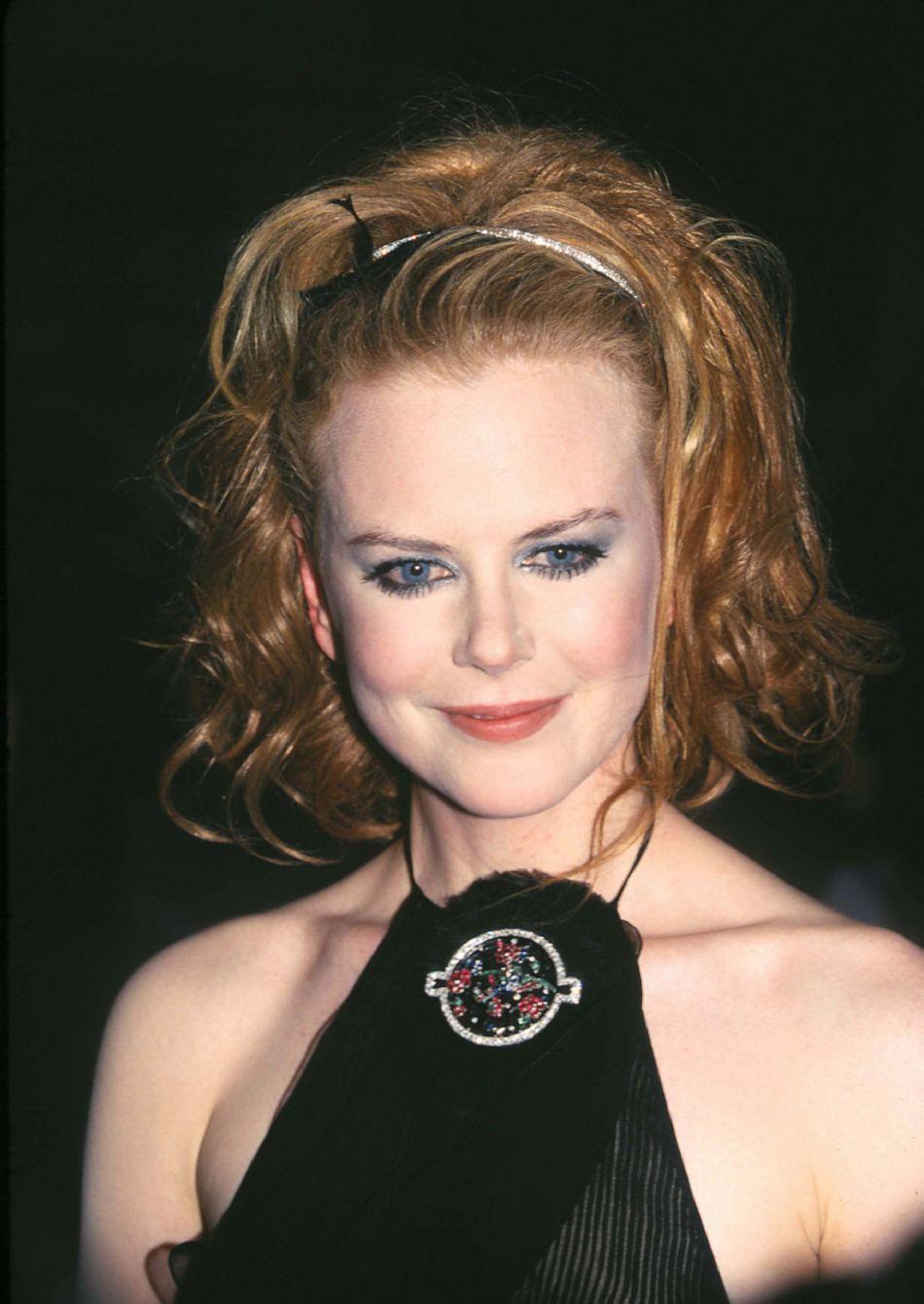 """A la première de """"The Others"""" à New York en 2001, Nicole Kidman a la main un peu lourde sur la mise en beauté..."""