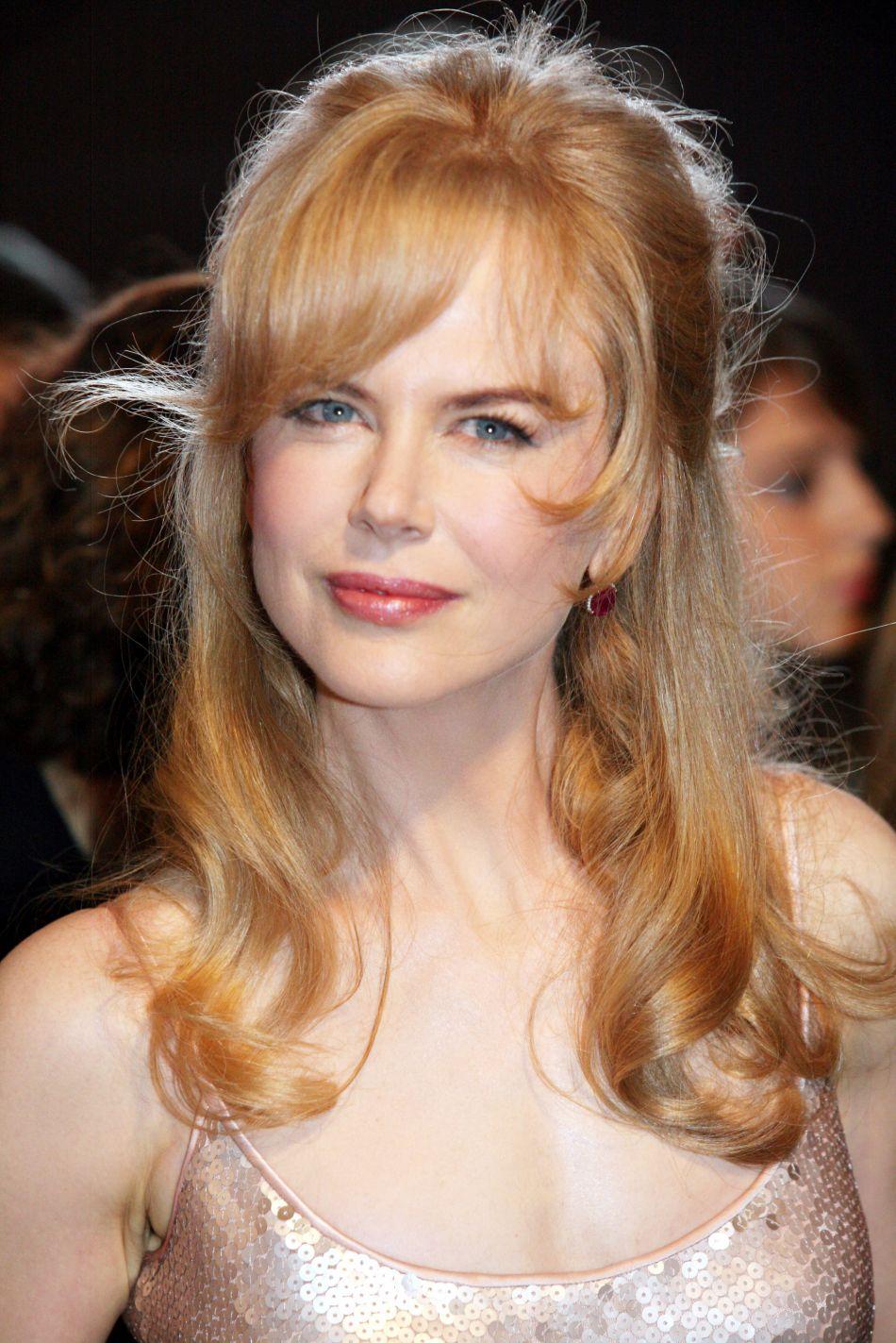 La même année, Nicole Kidman affiche un beauty look plus daté...