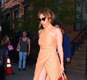 Jennifer Lopez et son fendu XL : elle frise l'incident culotte à New York