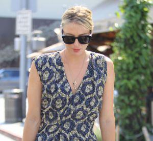 Maria Sharapova sort du restaurant Il Pastaio à Beverly Hills, le 21 juin 2016. Tout en jambes dans sa tenue bien orchestrée !