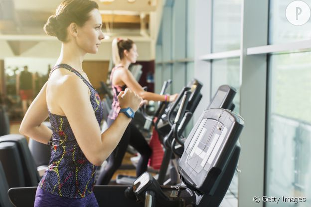 Un chignon flou et bas permet de pratiquer le sport sans être géné.