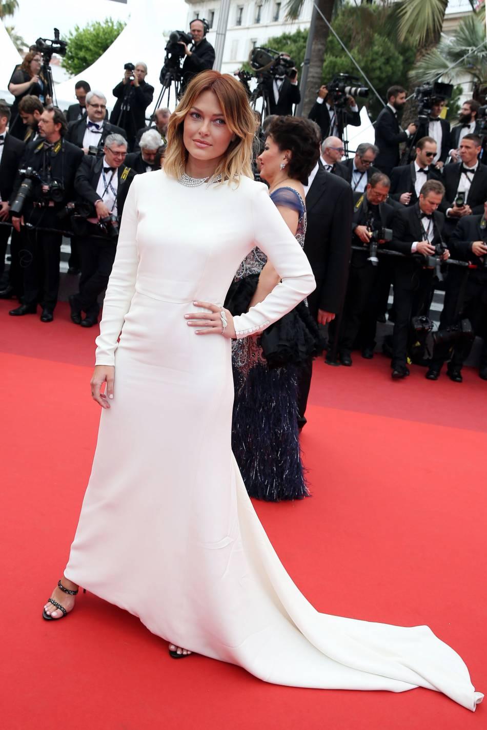 Caroline Receveur était divine dans sa robe Dior sur le tapis rouge de Cannes 2016.