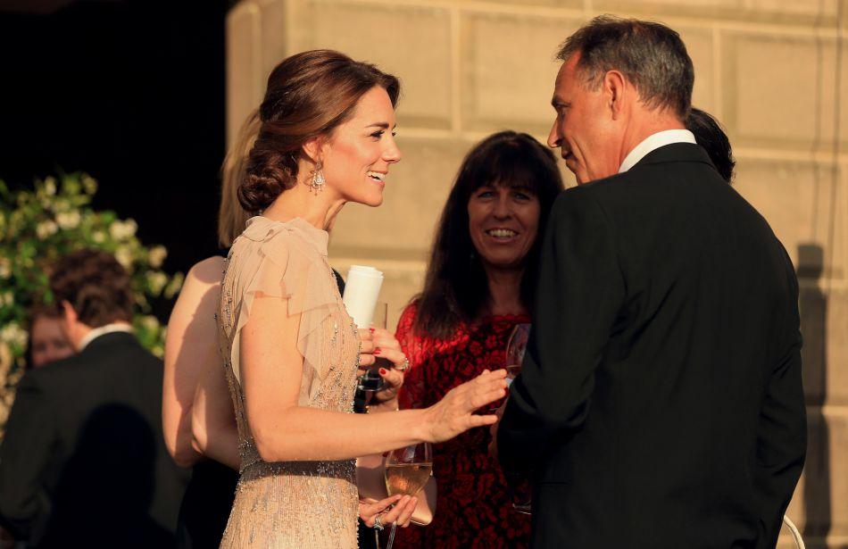 Kate Middleton n'a pas hésité à plaisanter en compagnie des invités, raillant notamment ses talents de cuisinière.
