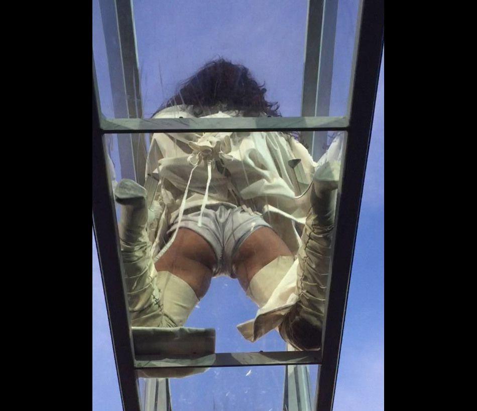 Rihanna se fait piquer la vedette par ses fesses.
