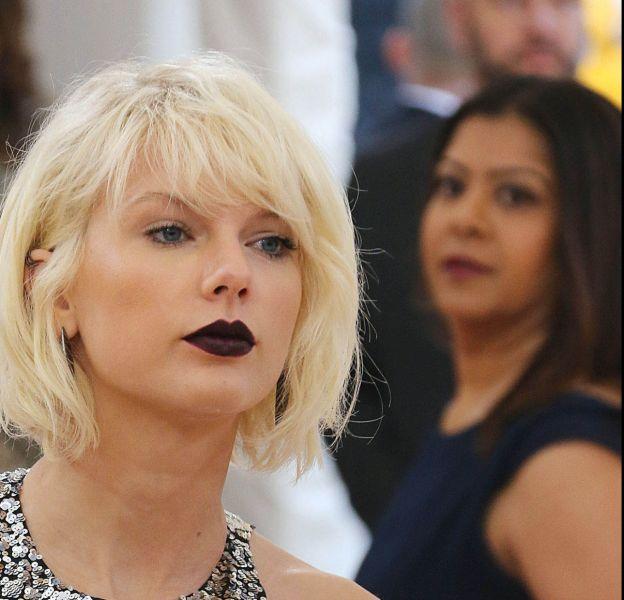 Taylor Swift officialise sa relation avec l'acteur Tom Hiddleston.