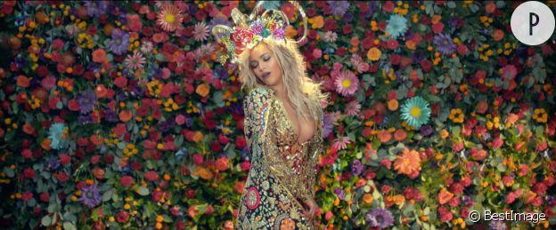 Beyoncé remet la couronne de fleurs au goût du jour.