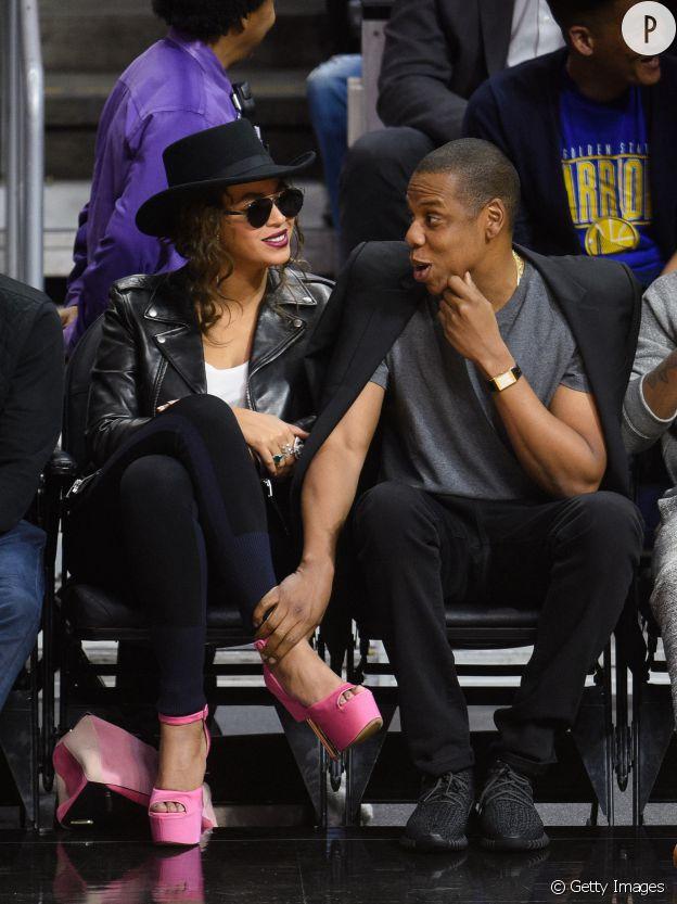 Beyoncé rock et girly pour aller voir un match de basket avec son homme.