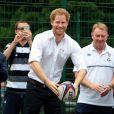 Le prince Harry visite le programme RFU à Stockport le 21 juin 2016.