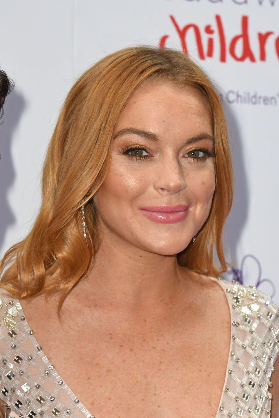 """Lindsay Lohan, souriante et heureuse d'être invitée au """"Butterfly Ball"""" Grosvenor House Hotel à Londres le 22 juin 2016."""