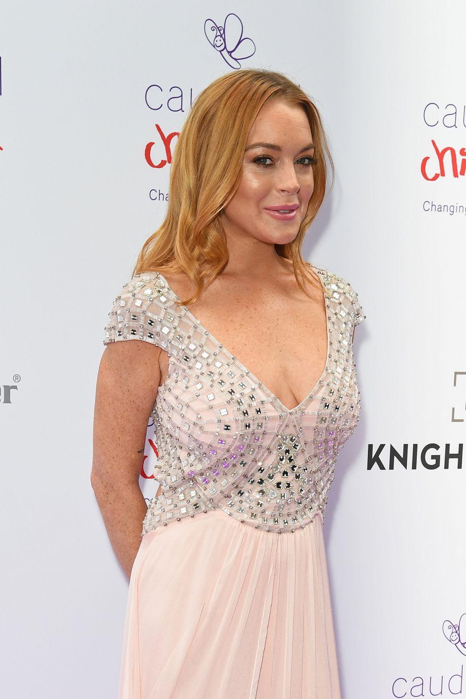 Lindsay Lohan de retour sur un tapis rouge. Mais elle aurait mieux fait de rester coucher !