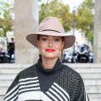 La blogueuse vient assister à la Fashion Week homme : elle a été vue au défilé Dior hommes.