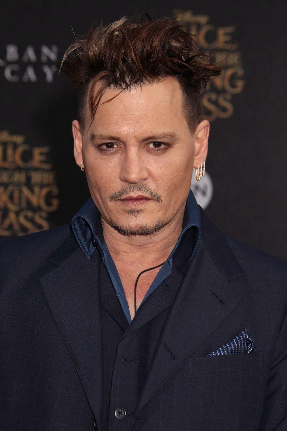 D'après Vanessa Paradis, Doug Stanhope, Lily-Rose et Winona Ryder, Johnny Depp est un homme sensible et aimant.