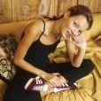 Kate Moss en 1993 avec des Gazelle aux pieds.