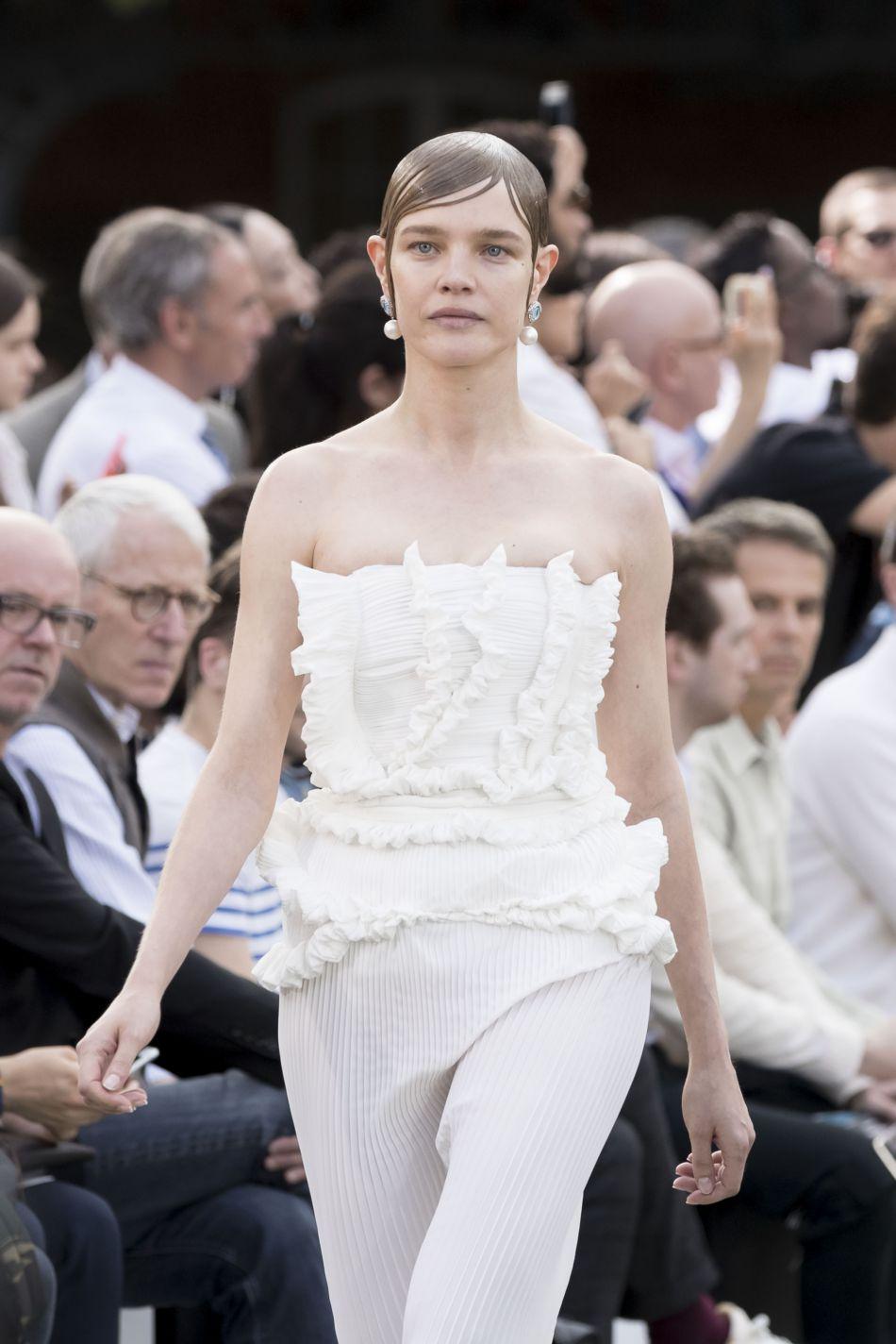 Le 4 juin, Natalia Vodianova donnait naissance à son 5e enfant. Le 24, elle défilé pour Givenchy à Paris !