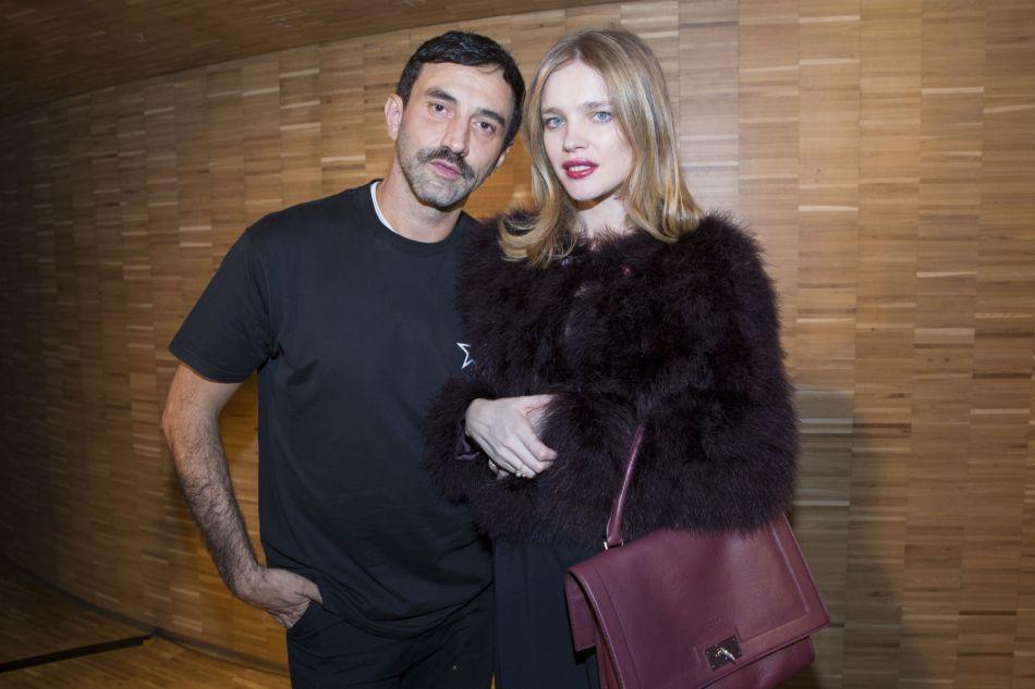 Riccardo Tisci et Natalia Vodianova : le DA de Givenchy a fait défiler la belle Russe pour son défilé Givenchy, le 24 juin dernier. Natalia avait accouché le 4 juin.