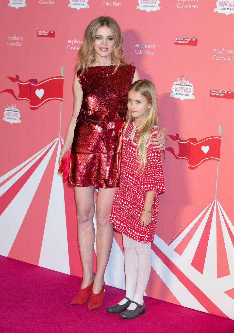 """Natalia Vodianova et sa fille Neva Portman à la soirée """"Fabulous Fund Fair"""" organisée par l'association """"Naked Heart"""" lors de la Fashion Week à Londres, le 20 février 2016. Natalia Vodianova a quatre garçons et une fille."""