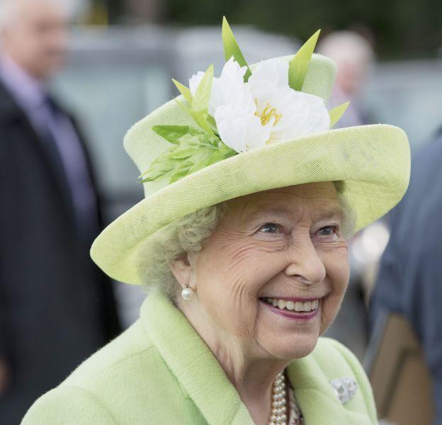 Elizabeth II plaisante sur le Brexit en Irlande du Nord, le 28 juin 2016.