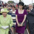 La reine Elisabeth II d'Angleterre lors du deuxième jour de sa visite en Irlande du Nord pour ses 90 ans.