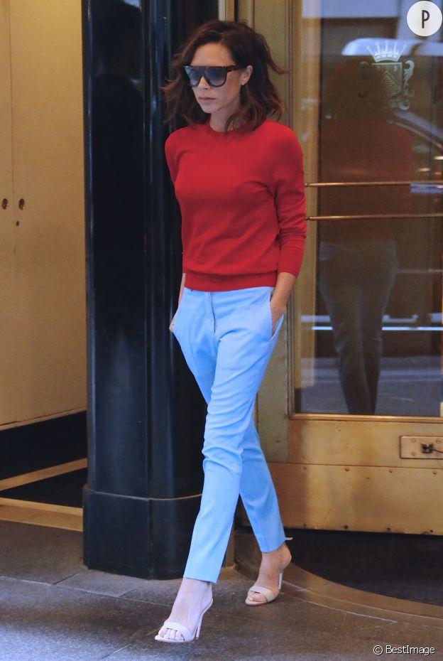 Le look colorblock de Victoria Beckham fait le show.