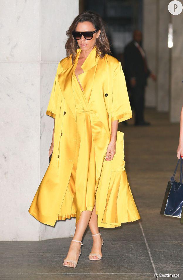 Le look ensoleillé de Victoria Beckham nous séduit.